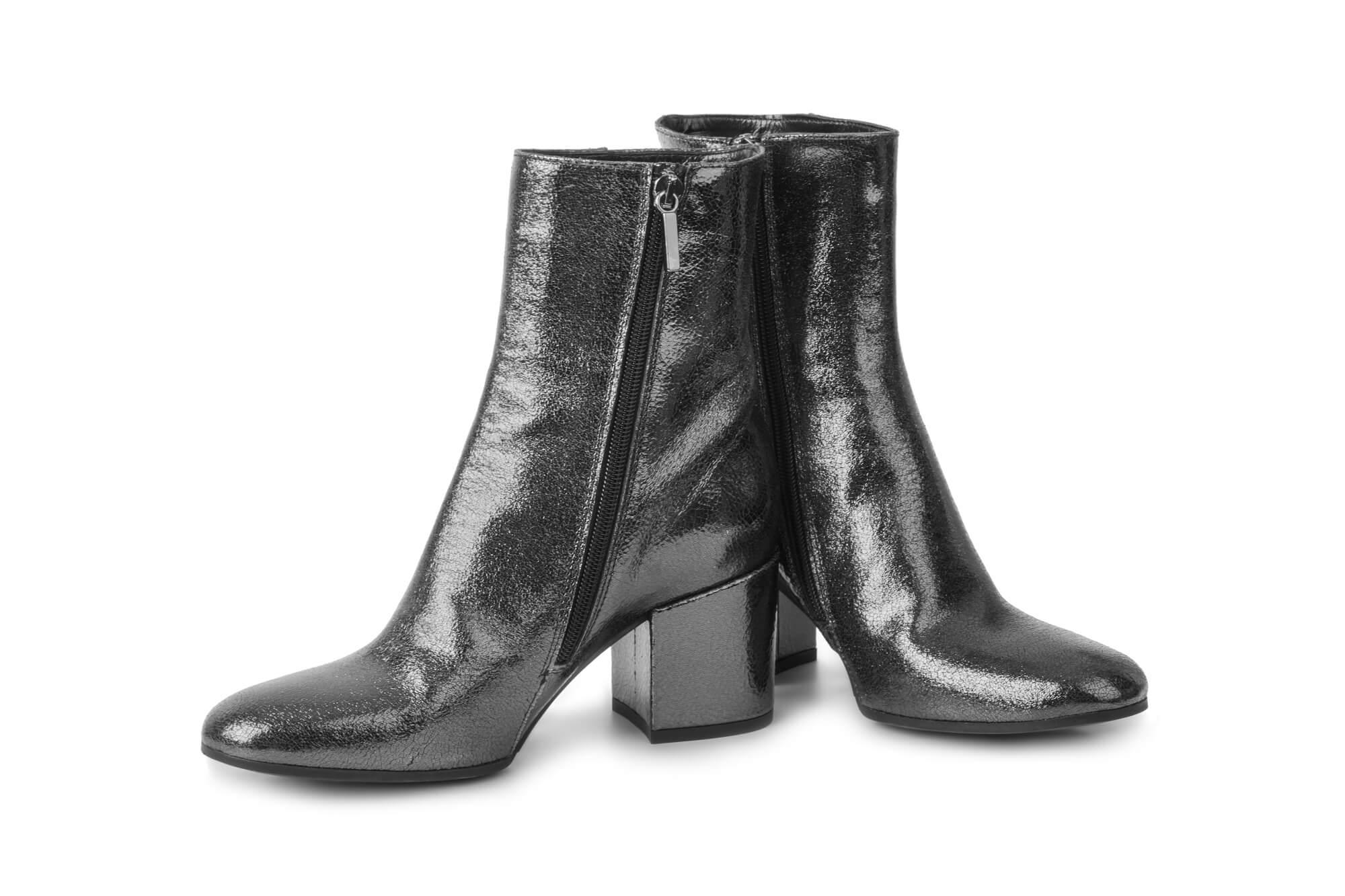 冬に定番のブーツ