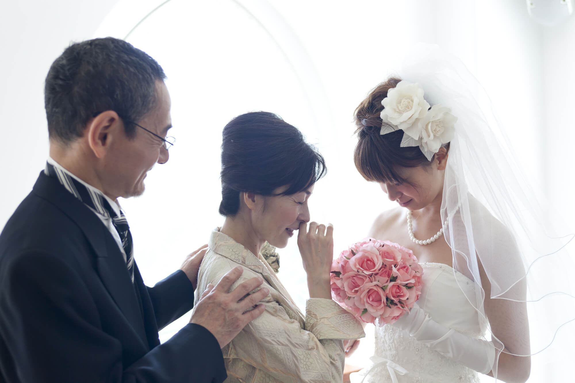 結婚式 母親にふさわしい服装は?失敗しないレンタルドレスの選び方