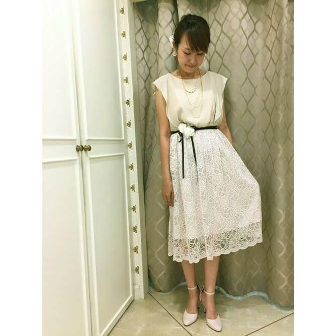 フェミニンなドレススタイル